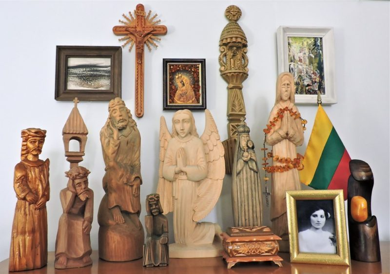 woodenfigurines